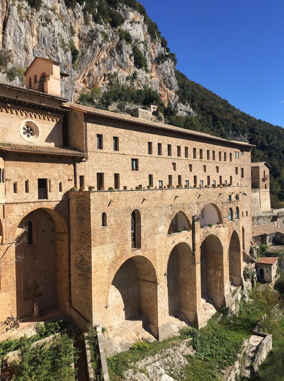 visitare i monasteri benedettini a subiaco sono sicuramente tra le cose da fare in Ciociaria